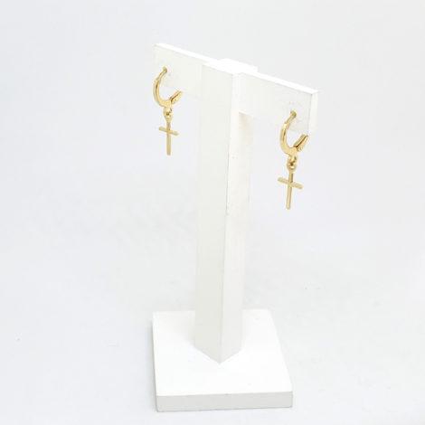 brinco unissex argola fina com cruz folheado a ouro 18k loja brilho folheados foto brinco no display