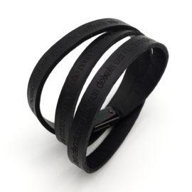 pulseira de couro masculina cor preta com oracao pai nosso fecho magnetico loja brilho folheados