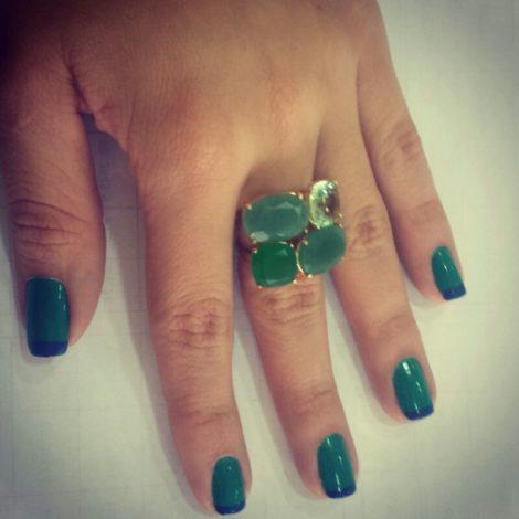 maxi anel 4 pedras cristal verde folheado banhado ouro 18k dourado semijoia antialergica sem niquel nickel free bruna semijoias brilho folheados foto pratica