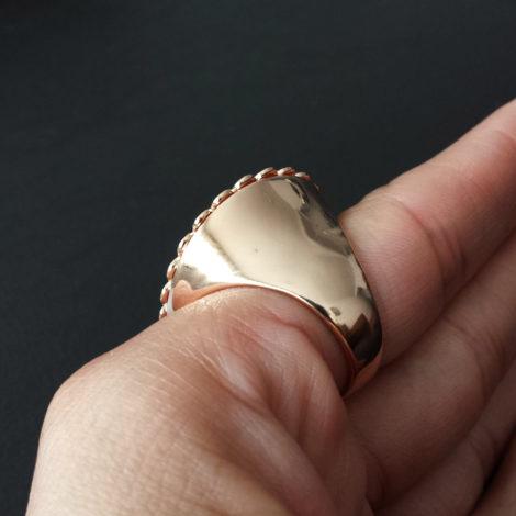 1910158 maxi anel flor foto real lateral brilho folheados sabrina joias