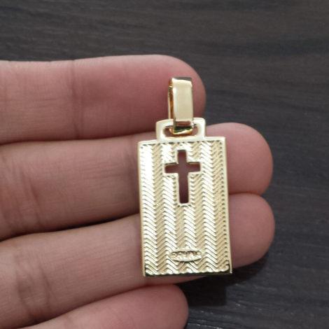 MB1150 pingente medalha retangular cruz vazada foto real verso da medalha brilho folheados bruna semijoias