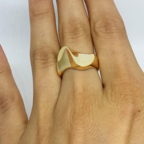 AB1727 anel ondulado super brilho joia folheada da marca bruna semijoias revendedor brilho folheados