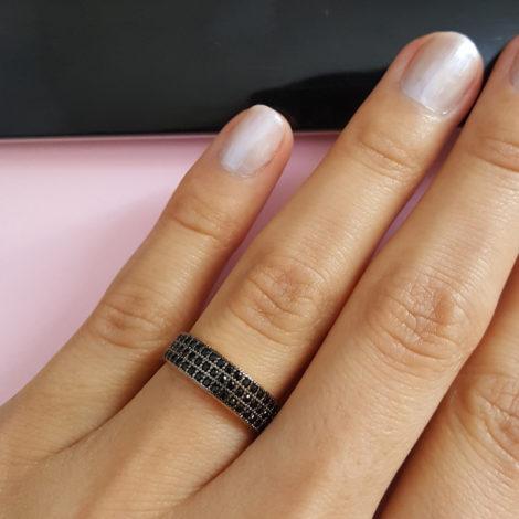 anel 3 fileiras zirconia preta joia folheada ouro marca sabrina joias loja brilho folheados foto anel visto de frente