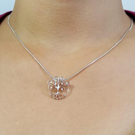 R1800596 243e45 colar arvore da vida pingente vazado com zirconias folheado rodio sabrina joias brilho folheados foto modelo