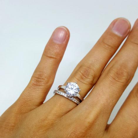conjunto de aneis prateado solitario com aparador de alianca brilho folheados sabrina joias