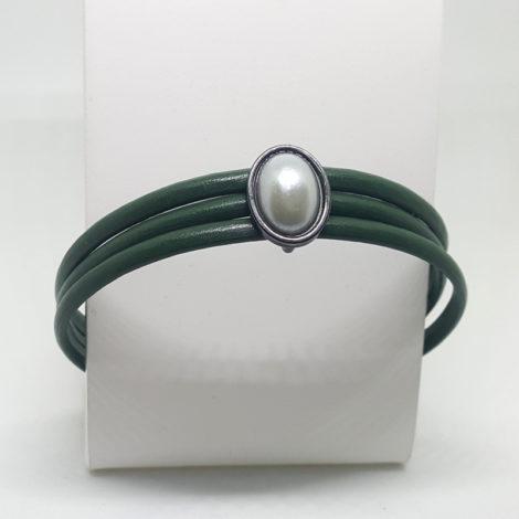 pulseira feminina de couro verde militar pingente de perola brilho folheados