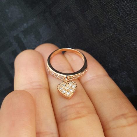 1656700 rose anel pingente coração cravejado com zirconias folheado ouro rose brilho folheados sabrina joias foto modelo 2