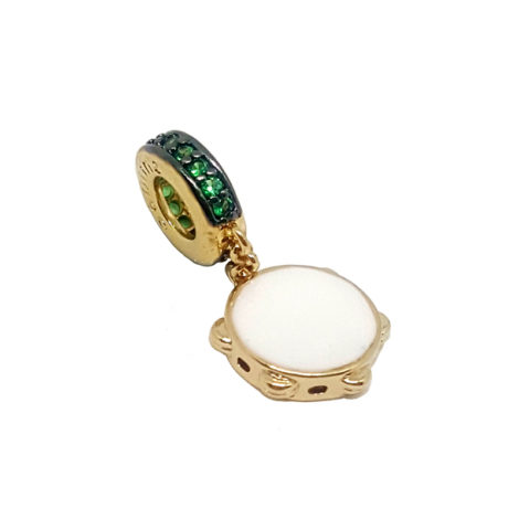 1800143 berloque pandeiro com zirconia verde folheado a ouro dourado 18k brilho folheados sabrina joias 1