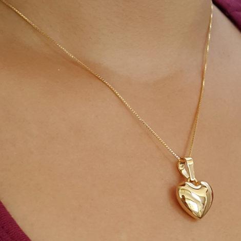 MB0311 CE013945 colar feminino com pingente coracao grande corrente veneziana pingente polido bem brilhante colar folheado ouro 18k dourado bruna semijoia brilho folheados fotomodelo