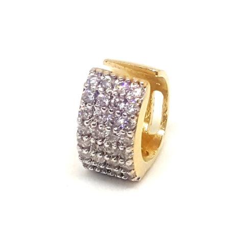 brinco piercing de pressao cravejado com zirconias ajustavel folheado a ouro 18k brilho folheados foto modelo 3