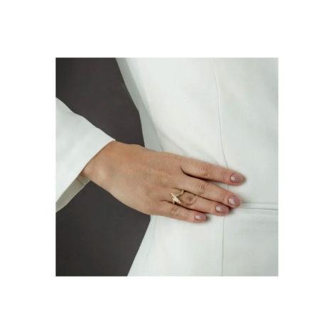 1910897 anel aro fino com design de batidas do coracao folheado a ouro dourado 18k sabrina joias brilho folheados foto modelo