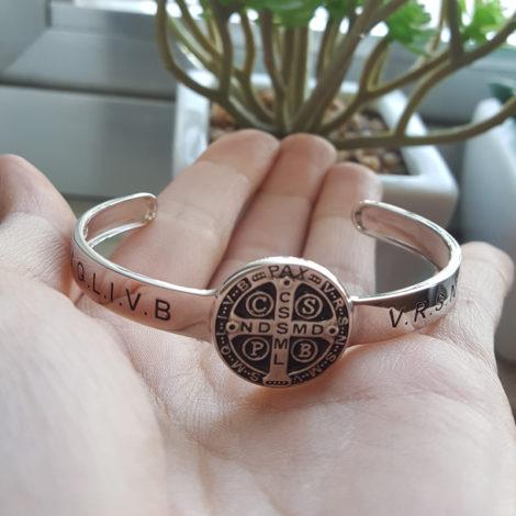 R1700463 bracelete ajustavel medalha de sao bento joia folheada rodio prateado brilho folheados sabrina joias modelo 2