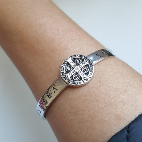 R1700463 bracelete ajustavel medalha de sao bento joia folheada rodio prateado brilho folheados sabrina joias modelo 5