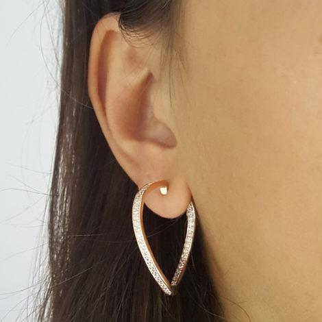 1689124 ouro rose brinco argola ondulada cravejada com zirconias brancas joia folheada ouro rose brilho folheados sabrina joias foto modelo 1