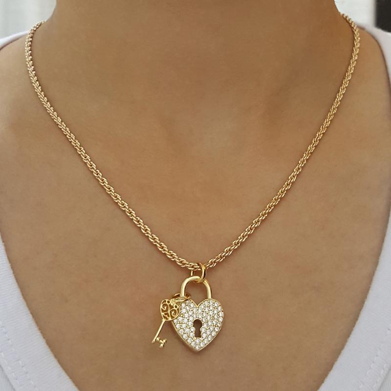 Gargantilha trançada com pingente coração e chave joia folheada antialérgica f8e35ce79d