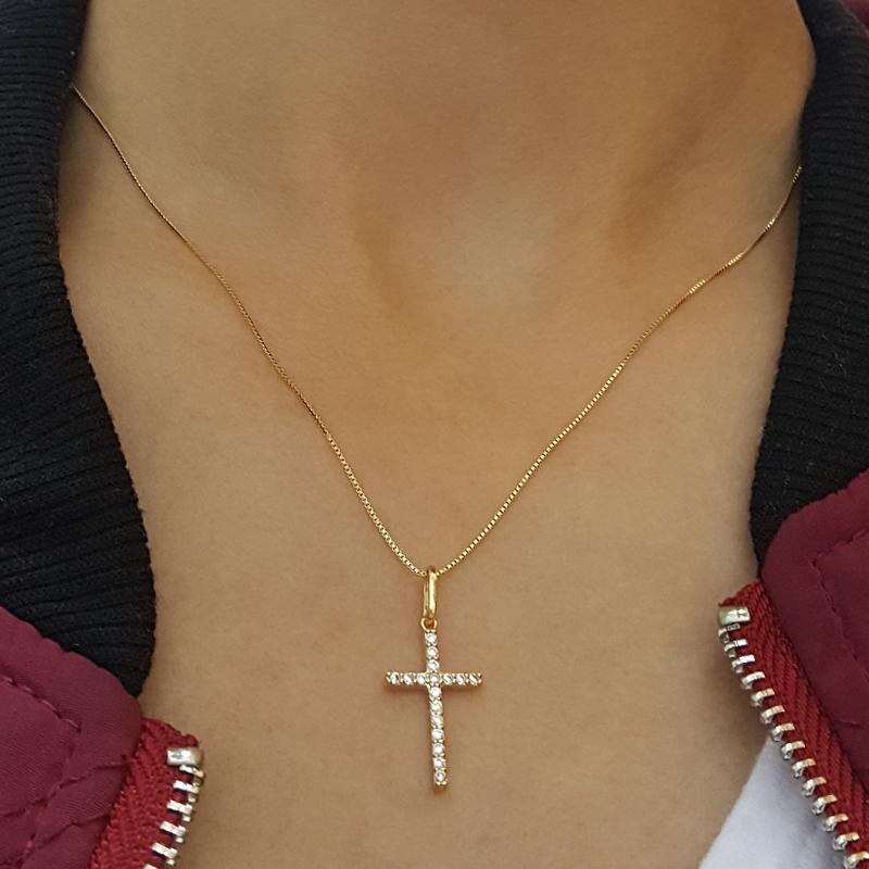 39f08dbbe9d0d Colar pingente cruz cravejado em zircônia Sabrina Joias e Bruna Semijoias