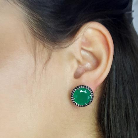RN1690150 maxi brinco solitario pedra verde escuro jade com bordas cravejadas com zirconias pretas brilho folhado a rodio negro sabrina joias brilho folheados foto modelo 2