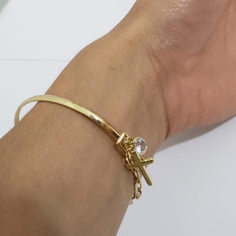 pulseira bracelete mista com cruz e strass joia folheada ouro 18k brilho folheados foto modelo 3
