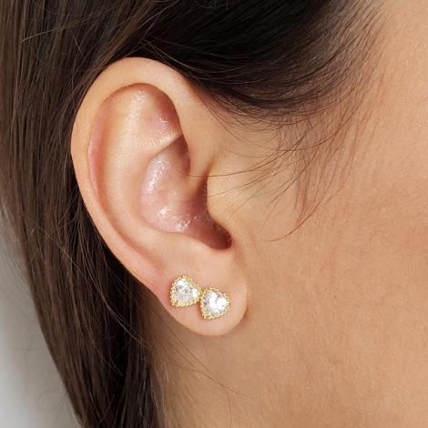 1690041 brinco mini coracao zirconia brilhante branca para crianca e segundo furo folheado ouro 18k marca sabrina joias loja brilho folheados foto orelha modelo