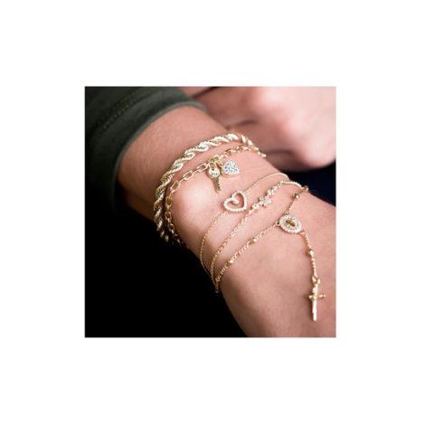 1719800 pulseira elos cartier com pingente de chave e coracao cravejado de zirconia joia antialergica sabrina vendido por brilho folheados foto na modelo mix pulseiras
