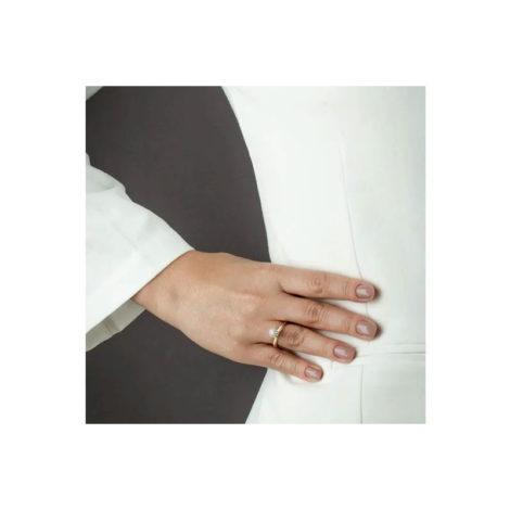 1910893 anel solitario chuveirinho visto na mao da modelo marca sabrina joias loja brilho folheados