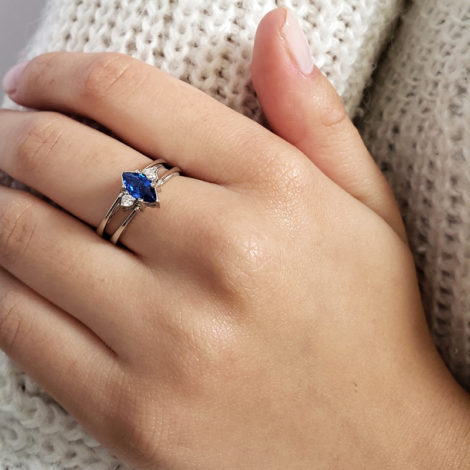 R1910672 anel de formatura 2 em 1 cristal azul safira formato navete joia folheada rodio antialergica loja brilho folheados marca sabrina joias