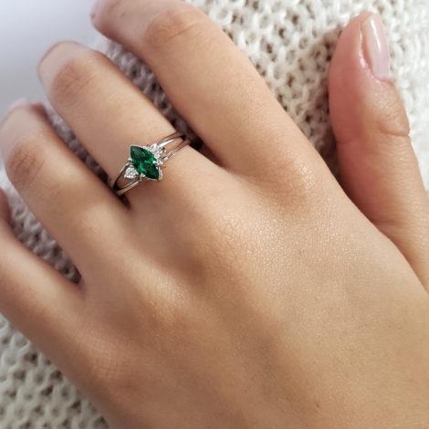 R1910672 anel de formatura 2 em 1 cristal verde esmeralda formato navete joia folheada rodio antialergica loja brilho folheados marca sabrina joias