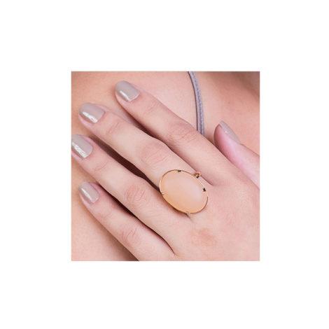 512304 anel pedra oval cor nude rommanel loja brilho folheados foto anel visto na mao da modelo
