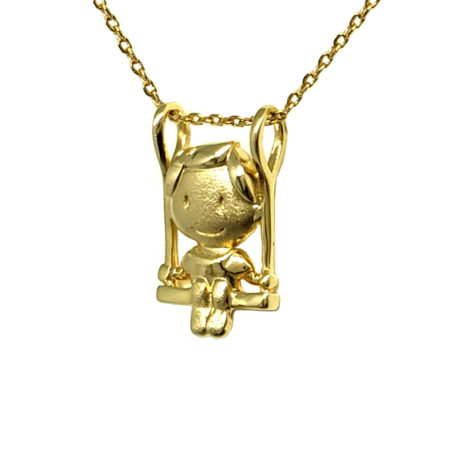 colar filho menino sentando em uma balanca corrente delicada de elos joia folheada ouro 18k antialergico marca sabrina joias loja brilho folheados