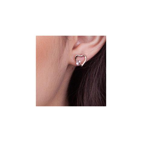 524177 brinco coracao vazado com cristal redondo marca rommanel loja brilho folheados foto na orelha da modelo
