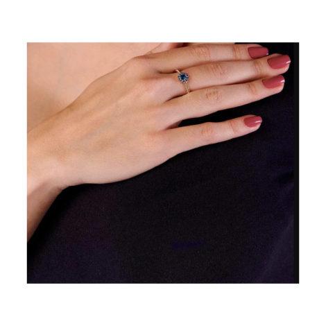 512716 anel flor com zircônias azul folheado a ouro joia rommanel colecao gratidao loja brilho folheados foto modelo