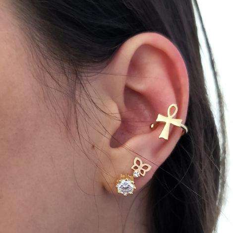 piercing de pressao com cruz joia folheada a ouro dourado loja brilho folheados foto orelha modelo
