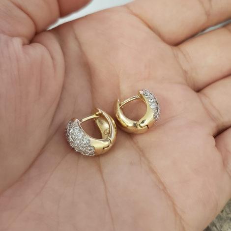 1680000 brinco argola larga pequena cravejada na parte frontal marca sabrina joias loja revendedora brilho folheados 1