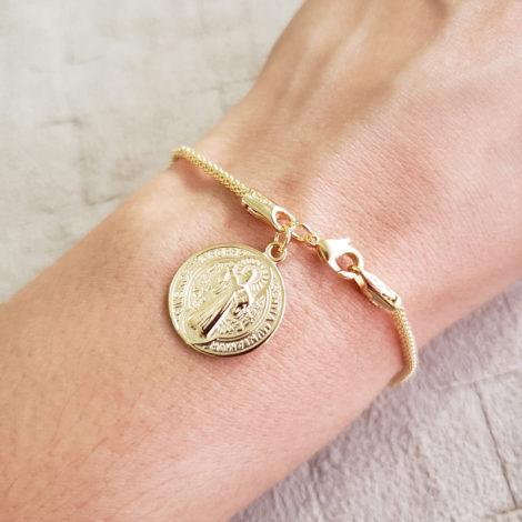 1700543 pulseira medalha de sao bento dourada malha tubinho marca sabrina loja revendedora brilho folheados 1