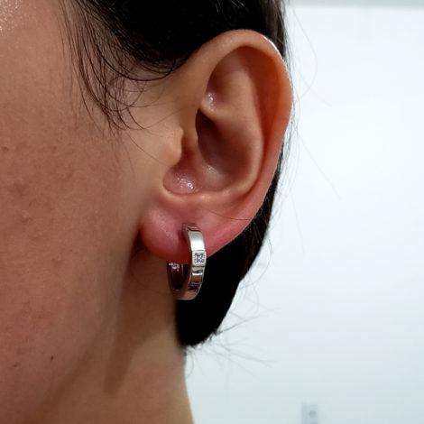 R1689227 brinco argola media prateada composta por 4 micro zirconias no centro marca sabrina joias loja revendedora brilho folheados 3