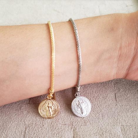 pulseira medalha simples sao bento prateada dourada marca sabrina joias loja brilho folheados 1