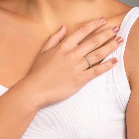 110848 anel meia alianca com flores de zirconias prateado colecao cores da vida marca rommanel loja revendedora brilho folheados foto modelo