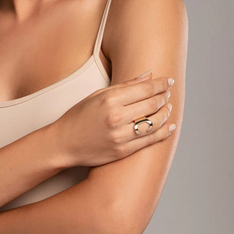 512918 anel aro largo e liso letra C dourado marca rommanel loja revendedora brilho folheados foto modelo