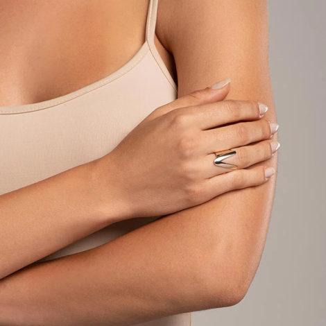 512918 anel aro largo e liso letra V dourado marca rommanel loja revendedora brilho folheados foto modelo