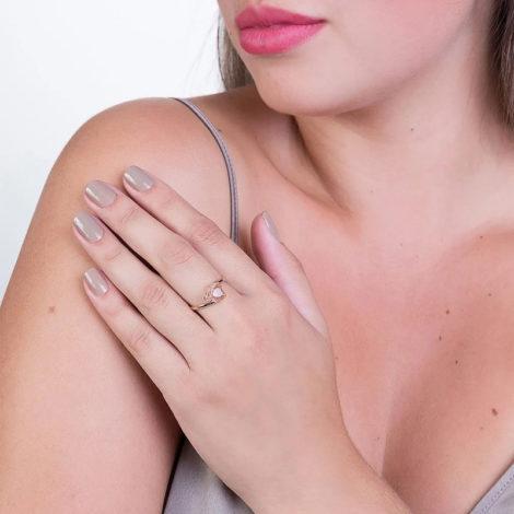 511598 anel aro liso cristal branco no formato de coração colecao dia dos namorados marca rommanel loja revendedora brilho folheados foto modelo
