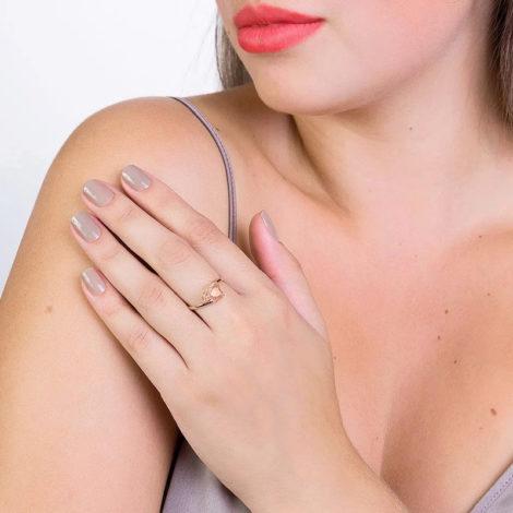 511598 anel aro liso cristal rosa no formato de coração colecao dia dos namorados marca rommanel loja revendedora brilho folheados foto modelo
