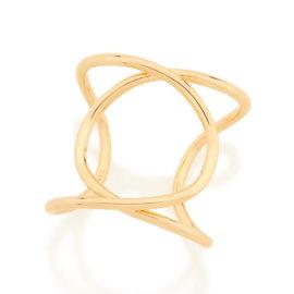 Imagem de fundo branco contendo um maxi anel no centro da marca Rommanel, código 512919. Anel na cor dourada folheado a ouro. Anel formado por dois aros entrelaçados, tendo a parte central vazada.