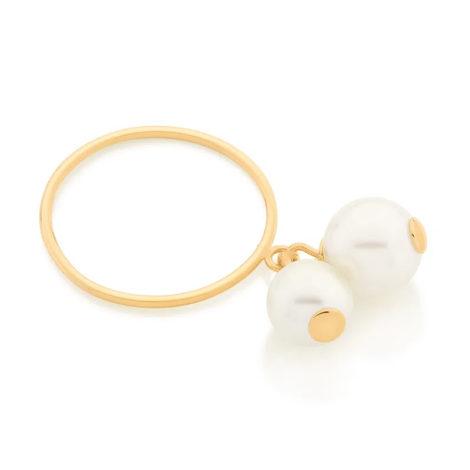 Imagem de fundo branco com um anel no centro da marca Rommanel, código 512857. Anel na cor dourada folheado a ouro, aro fino contendo duas pérolas sintéticas penduradas sendo uma de 8 mm e outra de 7 mm.