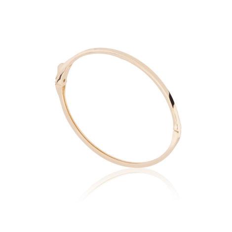 Imagem de fundo branco, contendo bracelete de aro fino, liso e dourado em pé, visto na horizontal.